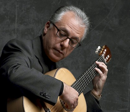 Pepe Romero plays Falla and Rodrigo