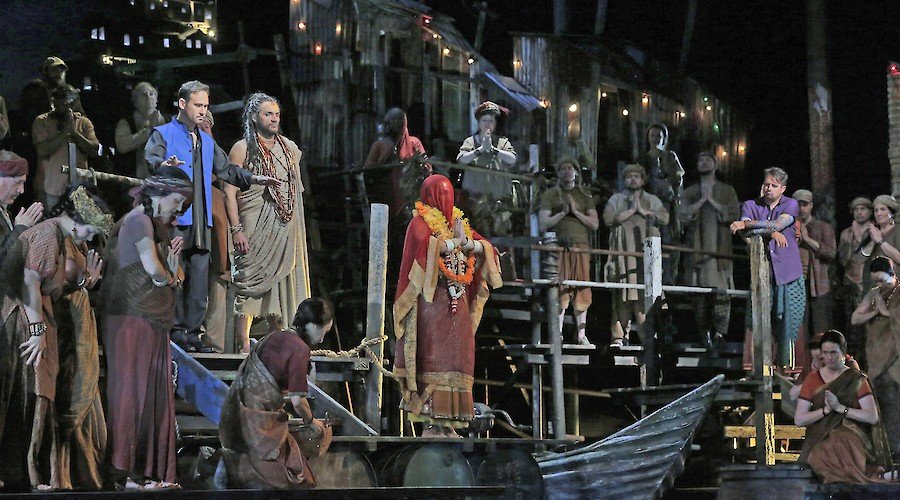 The Pearl Fishers conducted by Plácido Domingo
