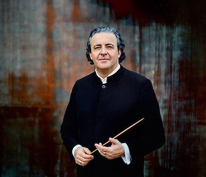 Juanjo Mena conducts the Boston Symphony Orchestra