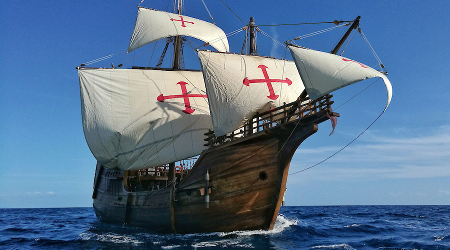 Nao Santa María's replica sails up to The Wharf